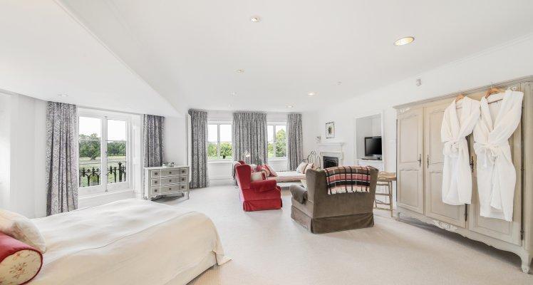 Court-Suite-Bedroom-2