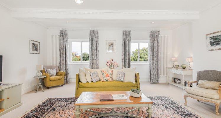 Court-Suite-Living-Room